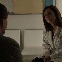 paaciente escuchado por médico